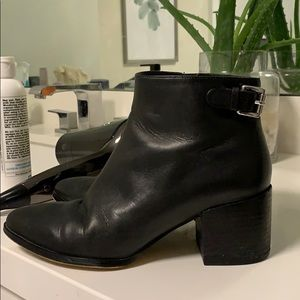 Micheal Kors classic black short leather boots